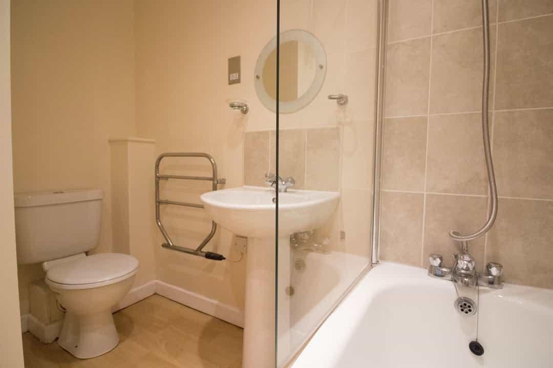 Bathroom (1 bed)